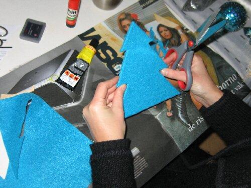 ... en vermogen met leuke materialen (in voorbeeld paarse pomponnetjes en